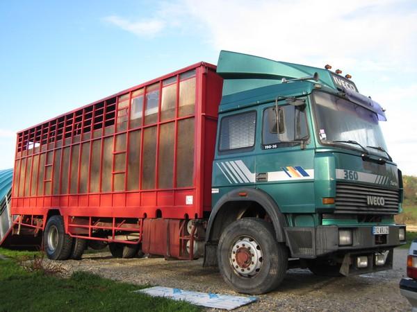 urgent camion 7 places home car. Black Bedroom Furniture Sets. Home Design Ideas