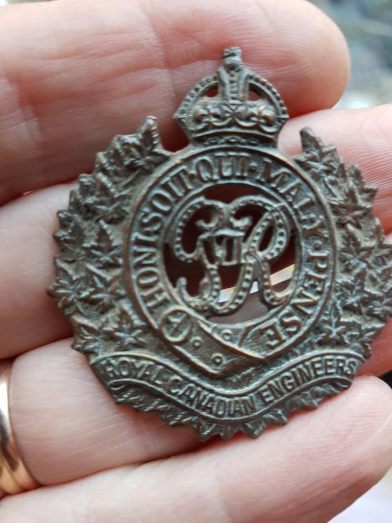 Canadian Badge - British & Commonwealth Military Badge Forum